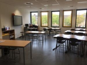 Frisse scholen, is 'uitmuntend' noodzakelijk?